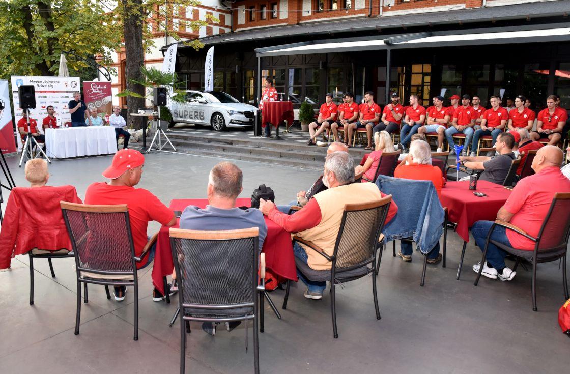 Szurkolói találkozót tartott a DVTK Jegesmedvék